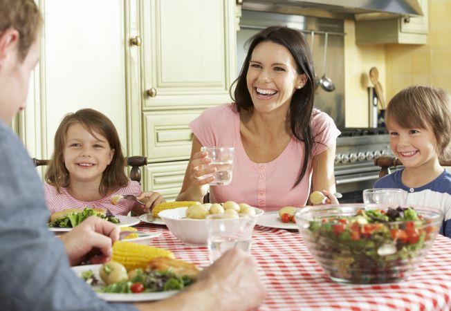 10 reguli pentru mesele copiilor. French Style Parenting